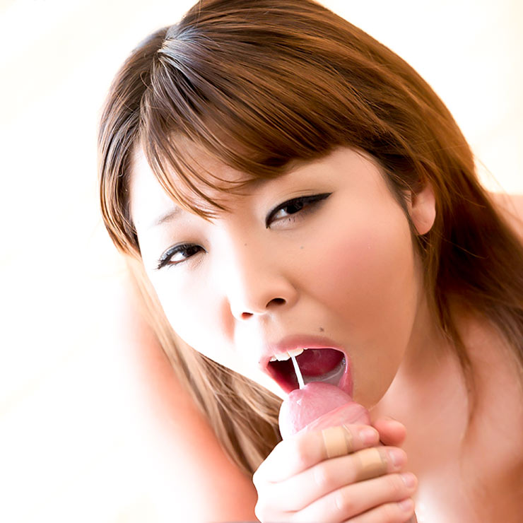 Kanon Yumesaki, nude Japanese AV-model sucks in a video at FellatioJapan.