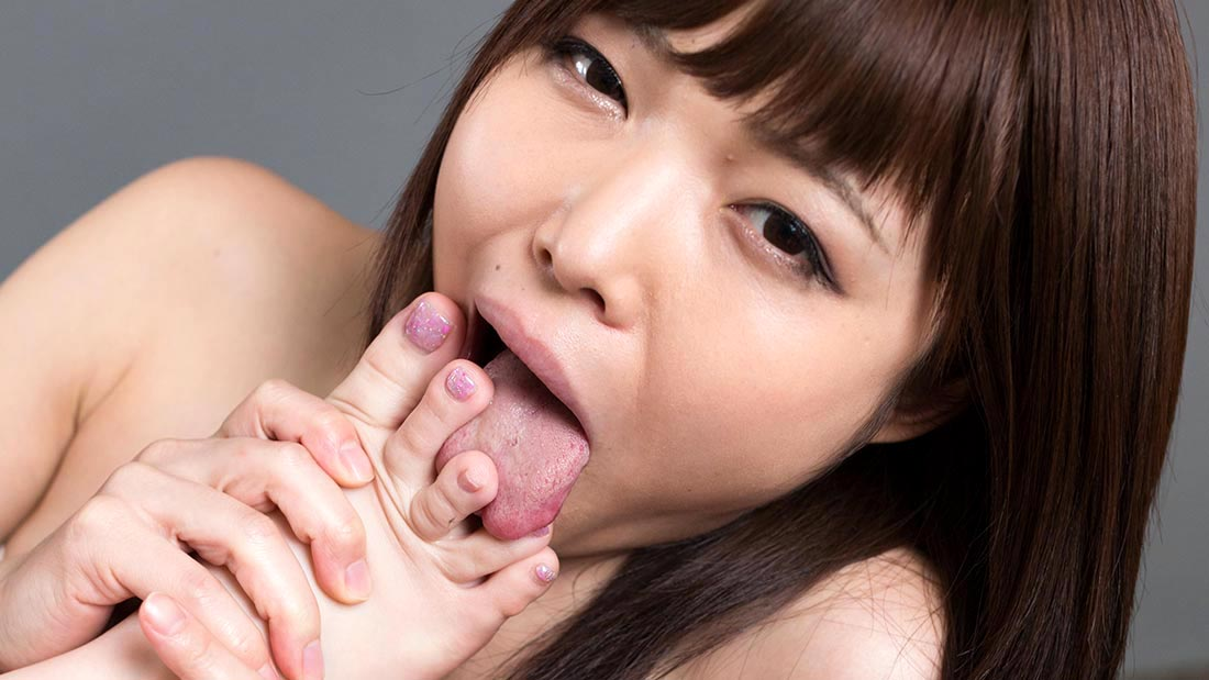Aya Kisaki & Shino Aoi, lesbian foot worship in an uncensored video from UraLesbian.