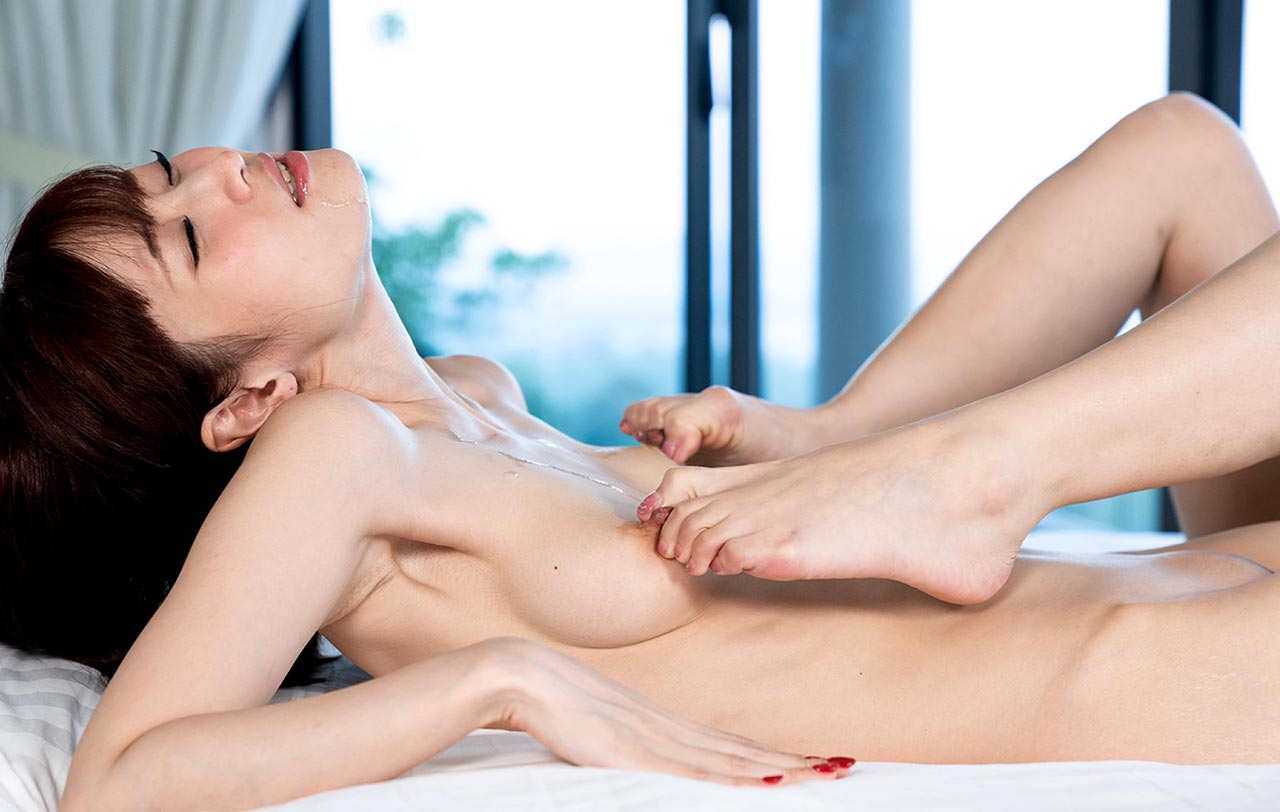 Iroha Tsubaki and Mitsuki Kishimoto in Feet Licking Moment. Lesbian Foot Fetish porn from UraLesbian. An uncensored Foot worship moment.