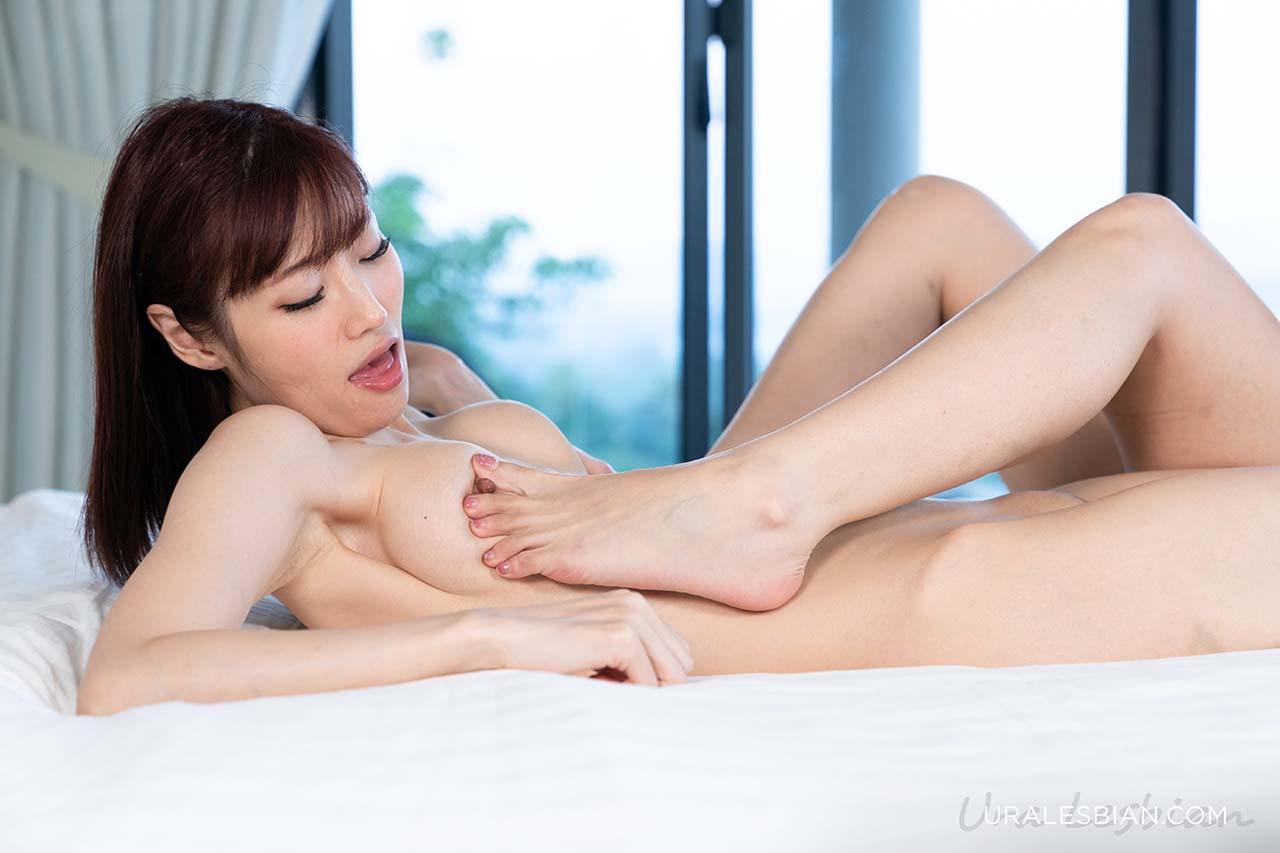 Iroha Tsubaki and Mitsuki Kishimoto in Feet Licking Moment. Lesbian Foot Fetish porn from UraLesbian. An uncensored Foot worship moment.